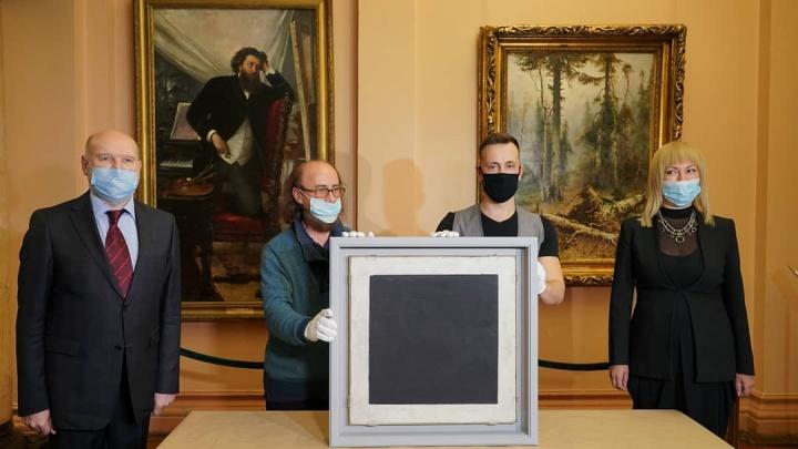 В Самару привезли картину Казимира Малевича «Черный квадрат»
