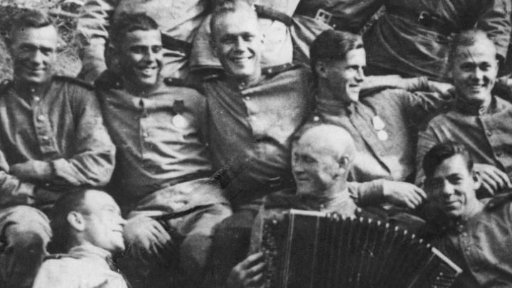 Прошёл всю войну с баяном: музыкант 367-й краснознамённой дивизии бил фашистов под Шопена и Глинку