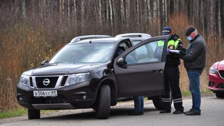 Ловят зараженных коронавирусом: что происходит на границах Ярославской области. Фото
