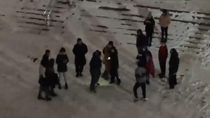 Драка подростков в Новосибирске попала на видео — полиция выясняет обстоятельства