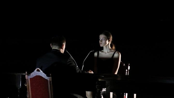 «Это надежда, что всё вернется»: почему спектакль «Молот» важно было сыграть — даже без зрителей