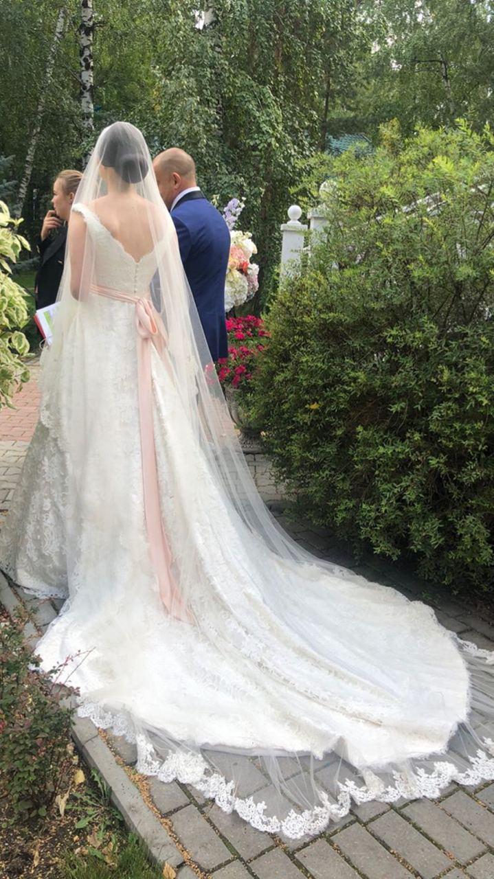 Невеста шла под венец в сопровождении отца