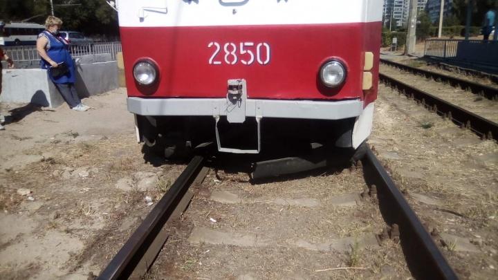 Лопнула ось: в Волгограде остановлено трамвайное сообщение с Жилгородком