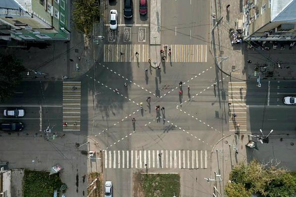 Пешеходы получили возможность переходить дорогу по диагонали
