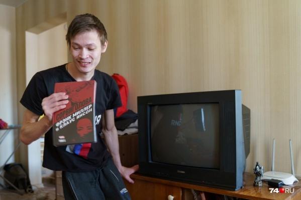 После публикации материала об Олеге Багабанове на его беду откликнулись не только власти, но и простые жители Челябинска: читатели 74.RU интересуются, как помочь парню, и уже переводят ему деньги