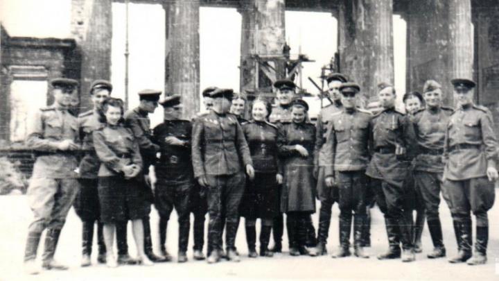 Рейхстаг был исписан именами победителей: публикуем уникальные снимки из Берлина 1945-го