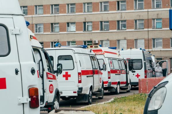 Пожилой мужчина выпал с 4-го этажа инфекционного госпиталя