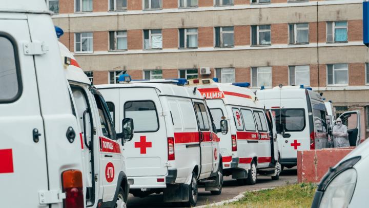 В Красноярском крае пациент ковид-госпиталя выпал из окна