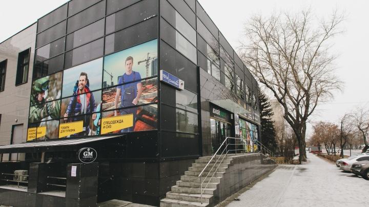 «Мужчины почти падают в обморок от удивления»: в Челябинске открылся новый магазин для военных и туристов
