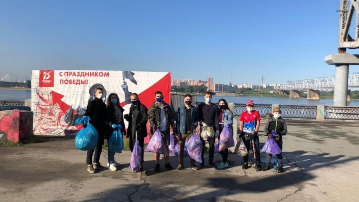 Волонтеры партии «Новые люди» очистили берег у Бугринского моста и сделали песочницу за 48 часов