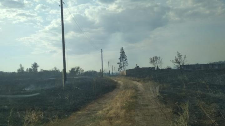 Погорели даже кресты на могилках: в Волгоградской области огонь уничтожил небольшой хутор