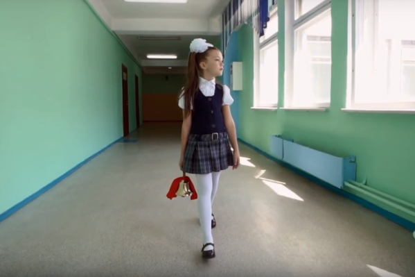 Для учеников сначала сняли клип, а потом провели онлайн-трансляцию «Последнего звонка»