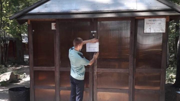 На Шарташе закрыли беседки для отдыха, куда пускали гостей без масок