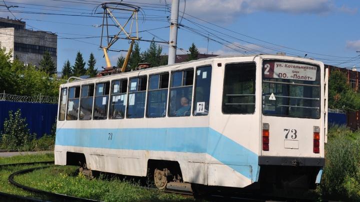 В Омске движение трамвая № 2 закрыли на три дня из-за ремонта путей