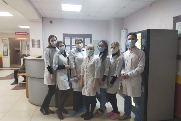 293 студента двух факультетов УГМУ вышлив поликлиники помогать врачам
