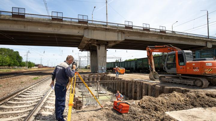 Из-за ремонта моста на два месяца ограничат движение по улице Малиновского в Ростове