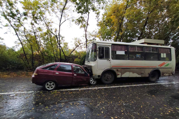 В этой аварии травмы получили водитель и пассажиры легковушки