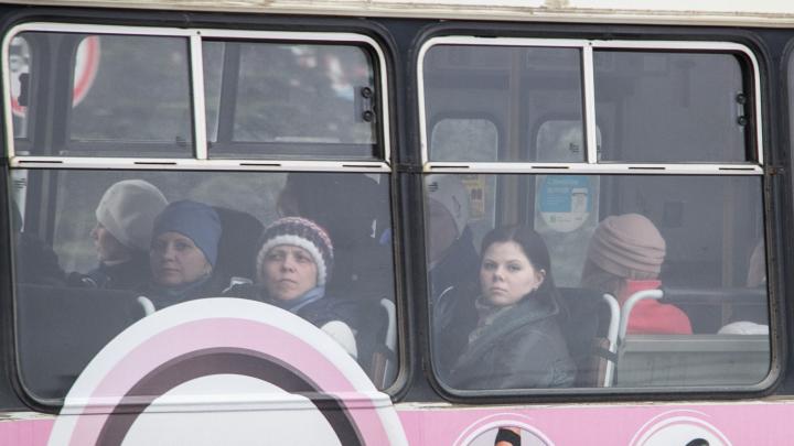 В Северодвинске все автобусы перешли на оплату по безналу
