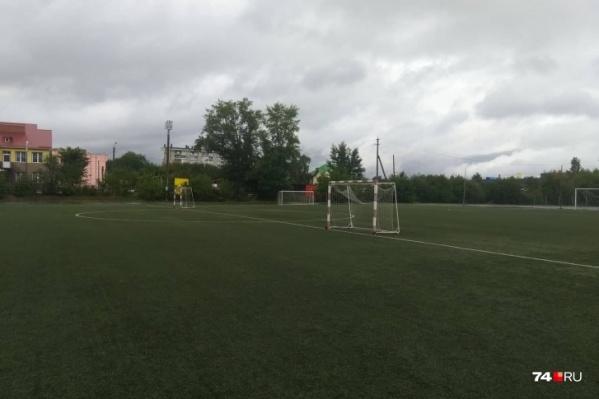 Сейчас на территории стадиона на улице Кузнецова в нормальном состоянии только поле
