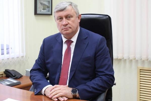 Сергею Родневу 53 года