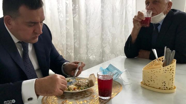 Мэр Новокузнецка поел в школьной столовой и оценил соблюдение санитарных норм