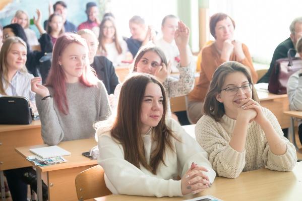 Студентам ЮУрГУ, поступившим на первый курс с высокими баллами, выплатят именную стипендию
