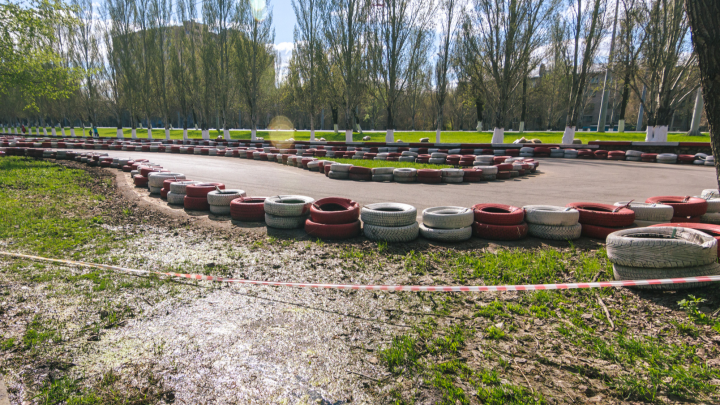 В парке Гагарина начали строить новую картинг-трассу