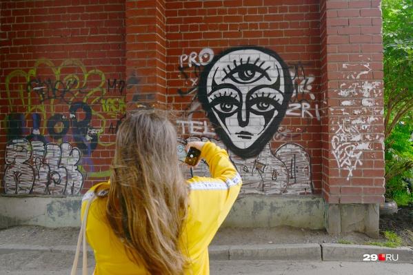 Исследователям из Петербурга интересны в Архангельске не только разрешенные рисунки на стенах, но и нелегальные