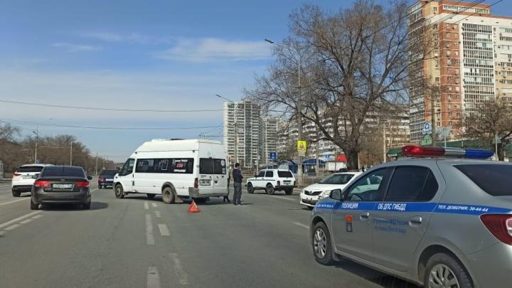 ДТП с маршруткой остановило движение троллейбусов на проспекте Жукова
