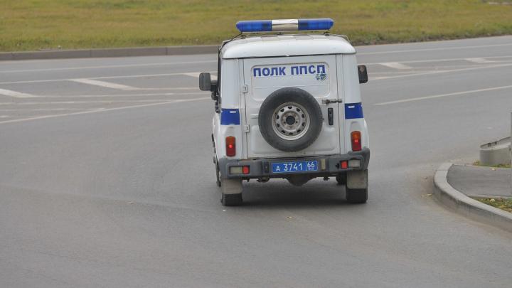 В Екатеринбурге мужчина с ножом напал на 17-летнего подростка
