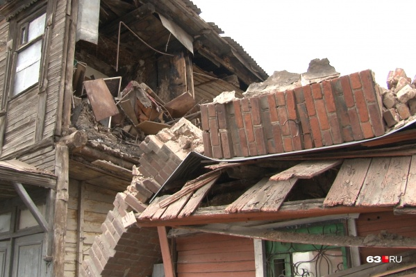 Вот как выглядит разрушенный дом на Арцыбущевской, 126 при свете дня