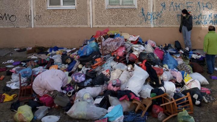 Судебные приставы Волгоградской области изгнали «нечистый дух» из запущенной квартиры