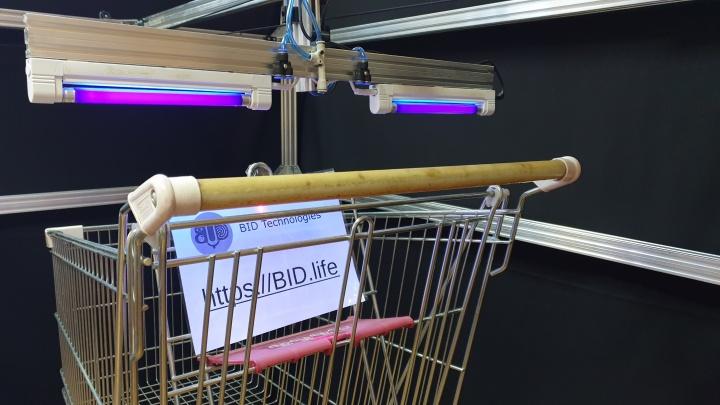 В Ярославле придумали робота для дезинфекции ручек тележек в магазинах: видео