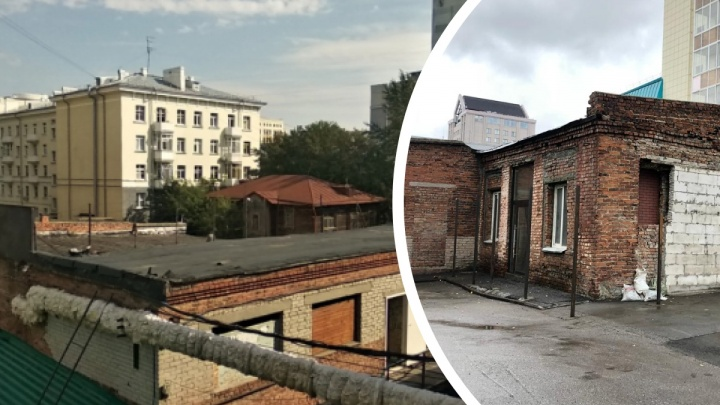 Жители центра Новосибирска взбунтовались против ресторанного дворика — они начали возводить забор перед входом