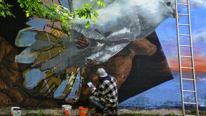 «Послание через время»: в Нижнем Новгороде появился масштабный стрит-арт на тему ВОВ
