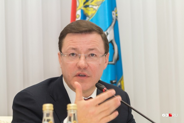 По словам Дмитрия Азарова, пандемия продолжает вносить коррективы в культурную жизнь региона
