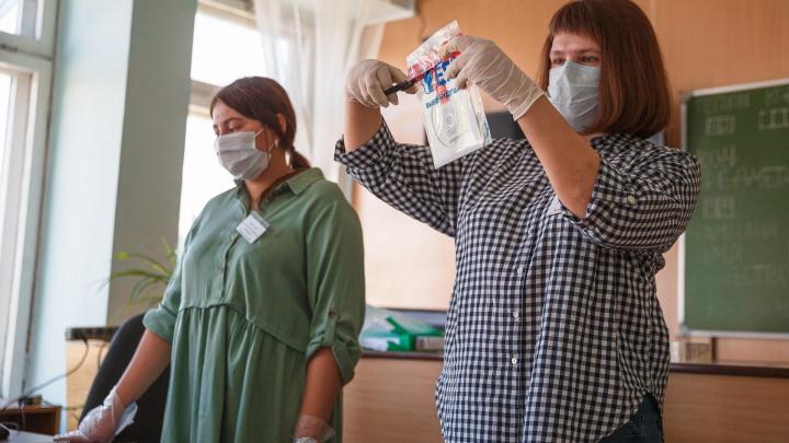 За работу на ЕГЭ учителям в Кузбассе будут платить больше. На 25 рублей
