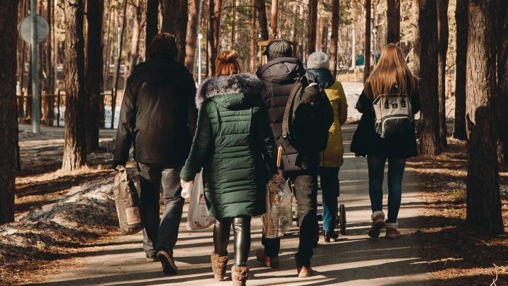 Из-за коронавируса в Тюмени запретили прогулки в парках, на набережной и детских площадках. Хроника