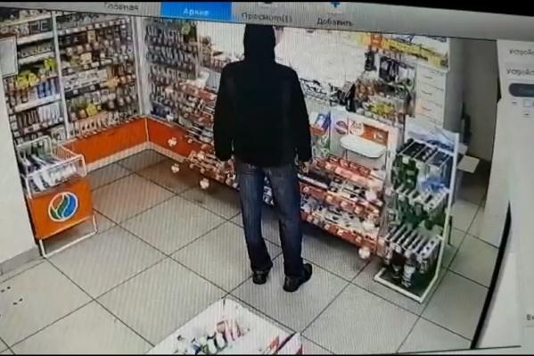 Грабитель в аптеке