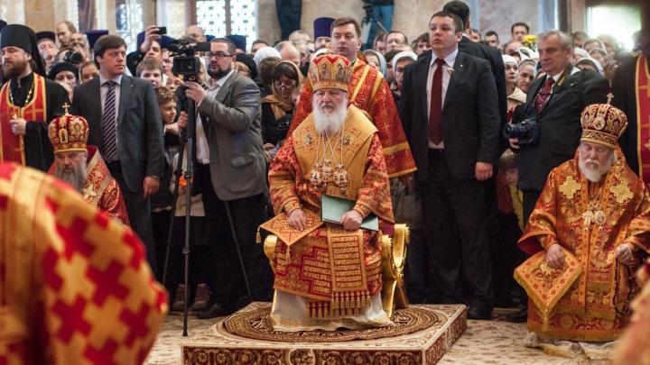 Патриарх Кирилл попросил верующих молиться дома и не ходить в церковь
