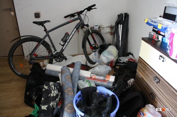 Обстановка в квартире, которую штурмом взял СОБР