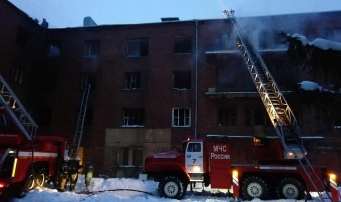 Четырехэтажный дом на Уралмаше, на который жалуются местные жители, снесут до конца года
