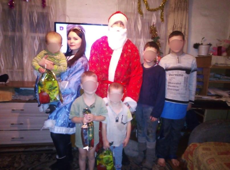 Дед Мороз и Снегурочка принесли детям подарки от неравнодушных людей
