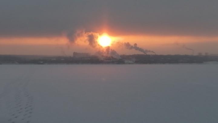Солнце в тумане: Пермь накрыли плотные облака. Фотоподборка от сотрудников и читателей 59.RU