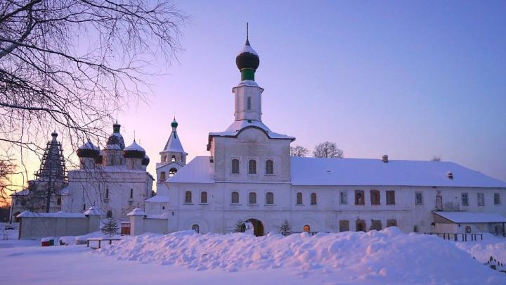 Банк России выпустил памятную монету с изображением Антониево-Сийского монастыря