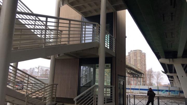 Дождались! Надземник на скандальной развязке 30летПобеды — Мельникайте обзавелся лифтами