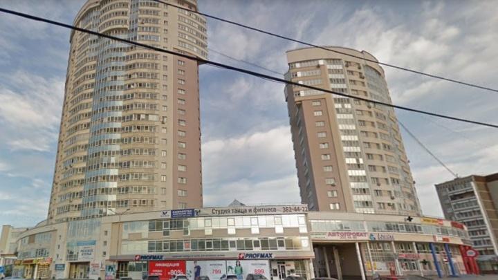 «Он просто сидел на ступеньках»: очевидица рассказала подробности избиения подростка в Екатеринбурге