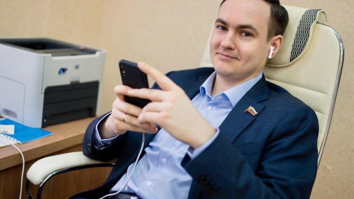 Можно смотреть всем: из-за коронавируса депутаты перешли на приём граждан в режиме онлайн