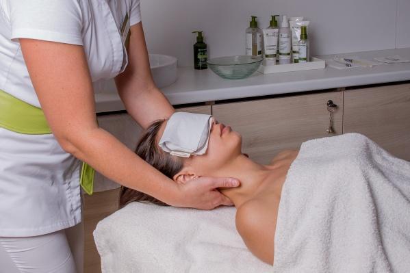 Все косметологи работают в spa-салоне Yves Rocher на Красном проспекте, 17 более 10 лет