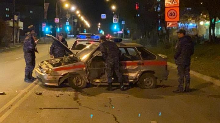 Автомобиль Росгвардии попал в массовое ДТП в Первоуральске